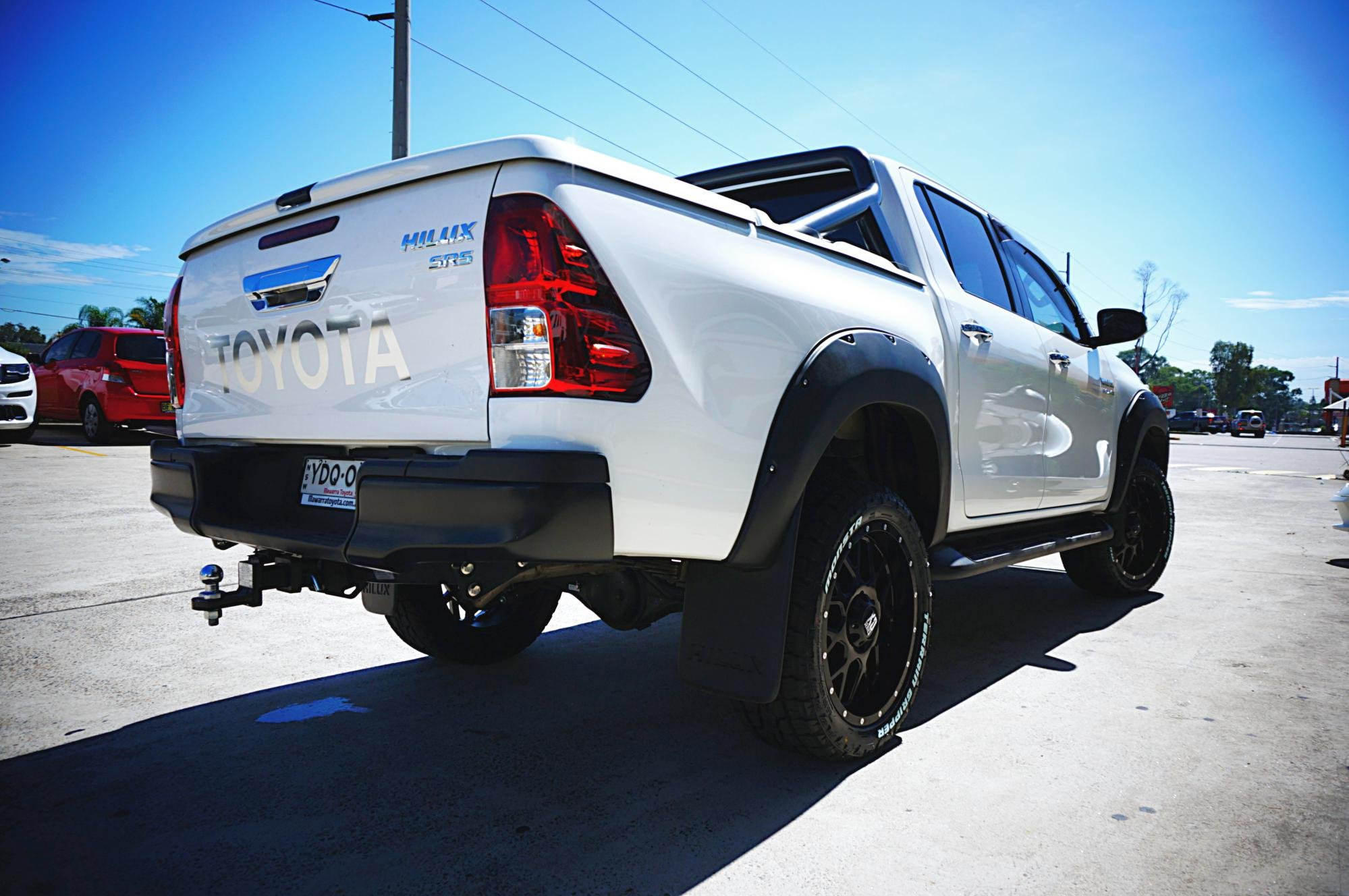 2016 Toyota Hilux gets KMC Grenade with Monsta Tyres!