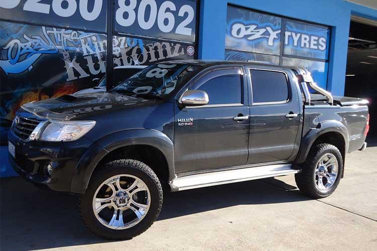 Toyota-Hilux-SR5-KMC-Crank-Rims