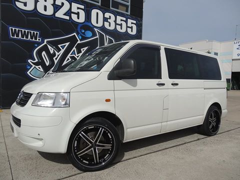 vw-transporter-fitted-with-vertini-fairlady-finished-in-machined-face-with-gloss-black-lip