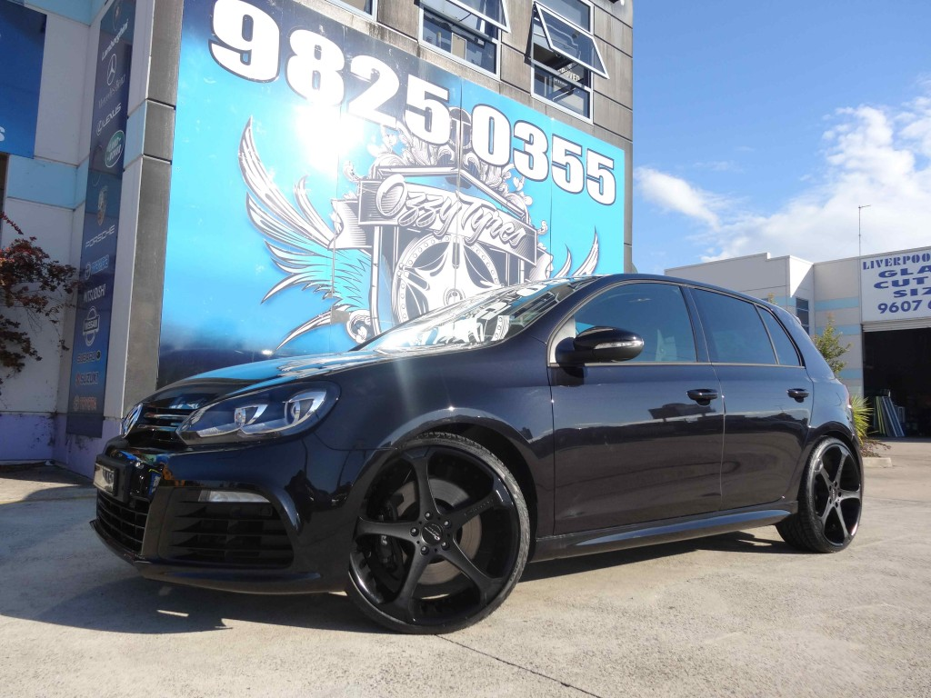 Volkswagen Golf Black Rims