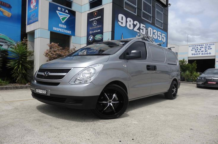 Hyundai iMAX with Mag Wheels