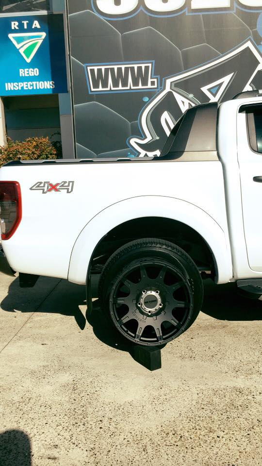 white-ford-ranger-with-method-racing-wheel