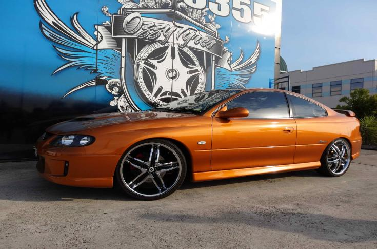 Holden with Helo HE844 in Chrome/Gloss Black Accent