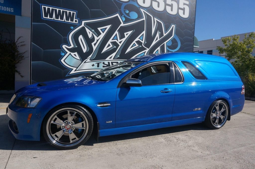 blue-holden-commodore-ve-ss-with-chrome-rims