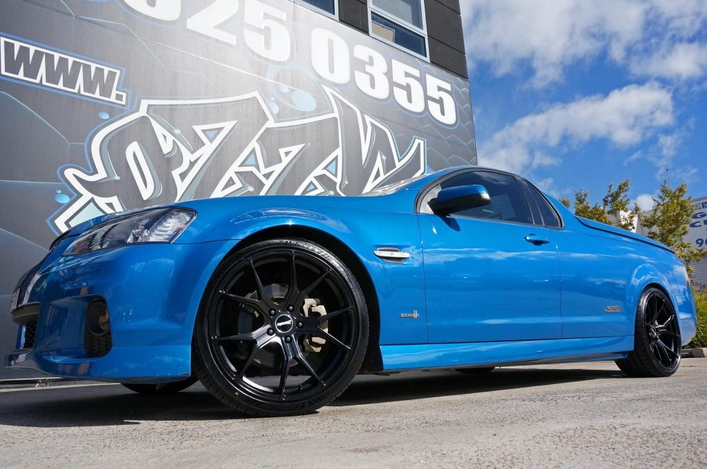 blue-holden-ss-ute-fitted-with-black-rims