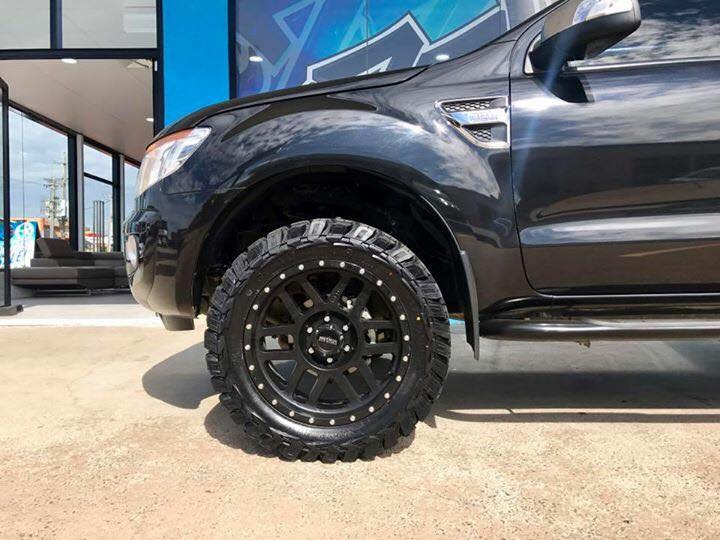 ford-ranger-with-4wd-wheels-black-4x4-tyres
