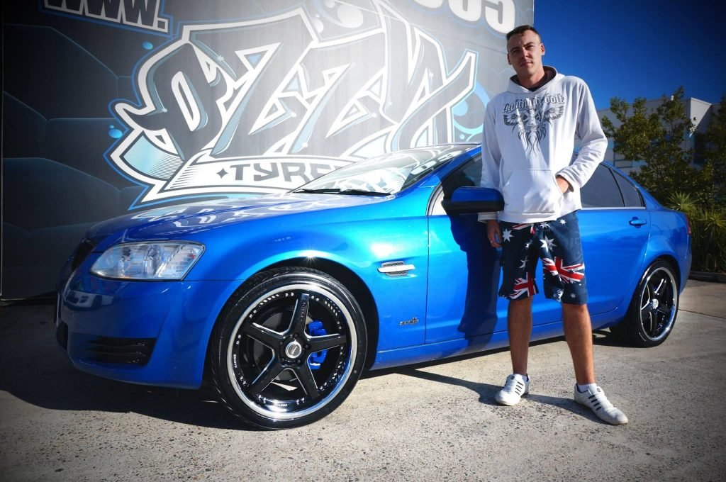 series-2-ve-holden-commodore-blue-fitted-with-black-rims