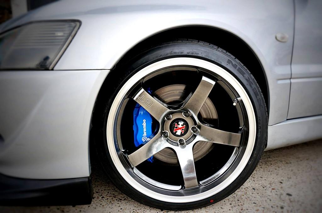 mitsubishi lancer tyres