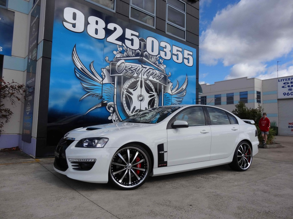 HOLDEN WITH LEXANI LSS-10 IN CHROME LIP
