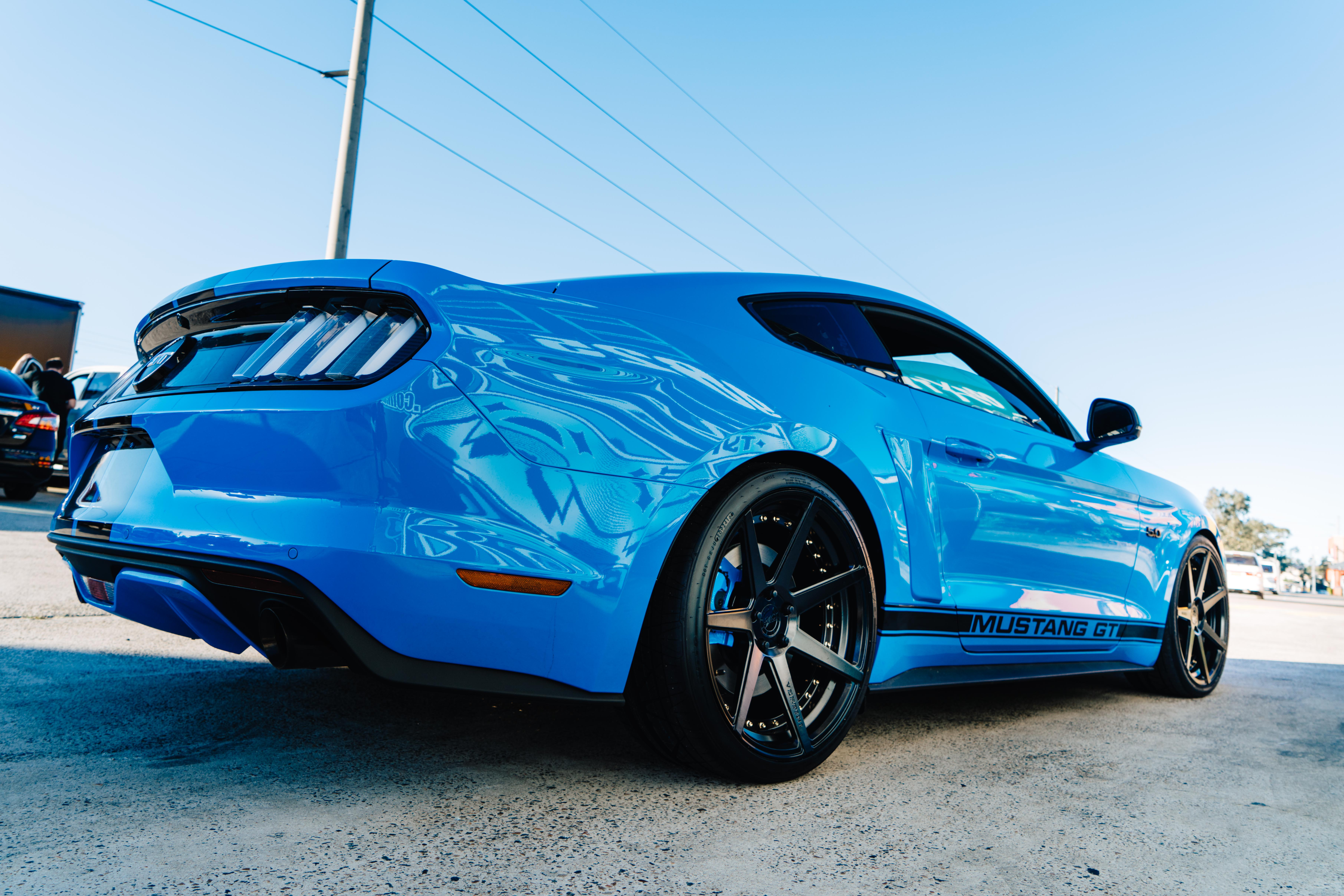 blue-mustang-fitted-with-black-wheels