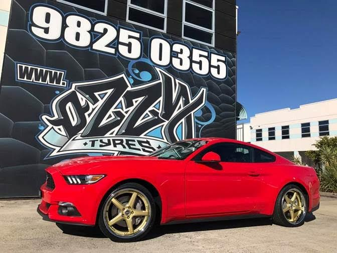 red-mustang-with-vertini-drift-gold