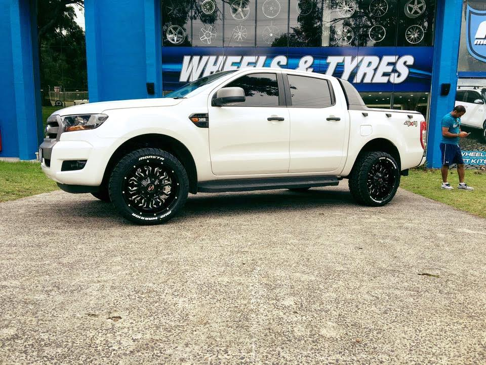 white-ford-ranger-fitted-with-new-4x4-rims