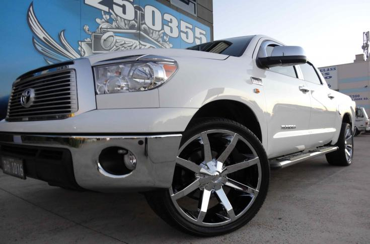 TOYOTA TUNDRA WITH KMC SLIDE MAG WHEELS FOR SALE AMERICA