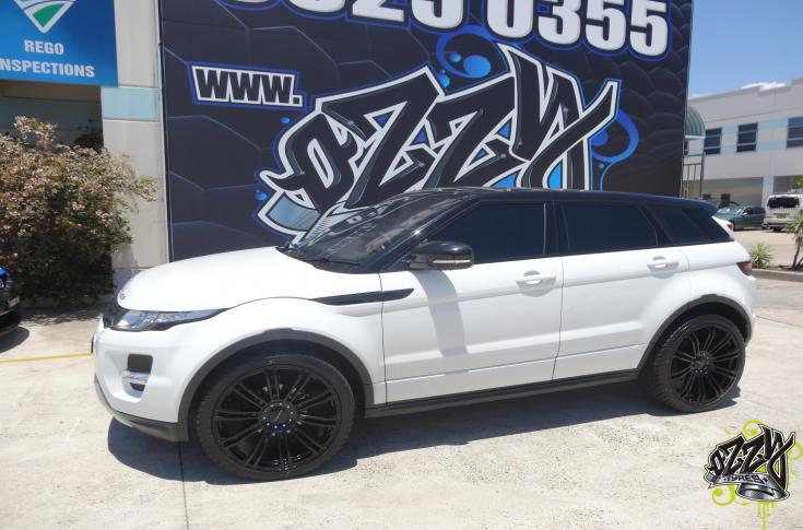 RANGE ROVER EVOQUE WITH KMC KM677 WHEELS IN GLOSS BLACK