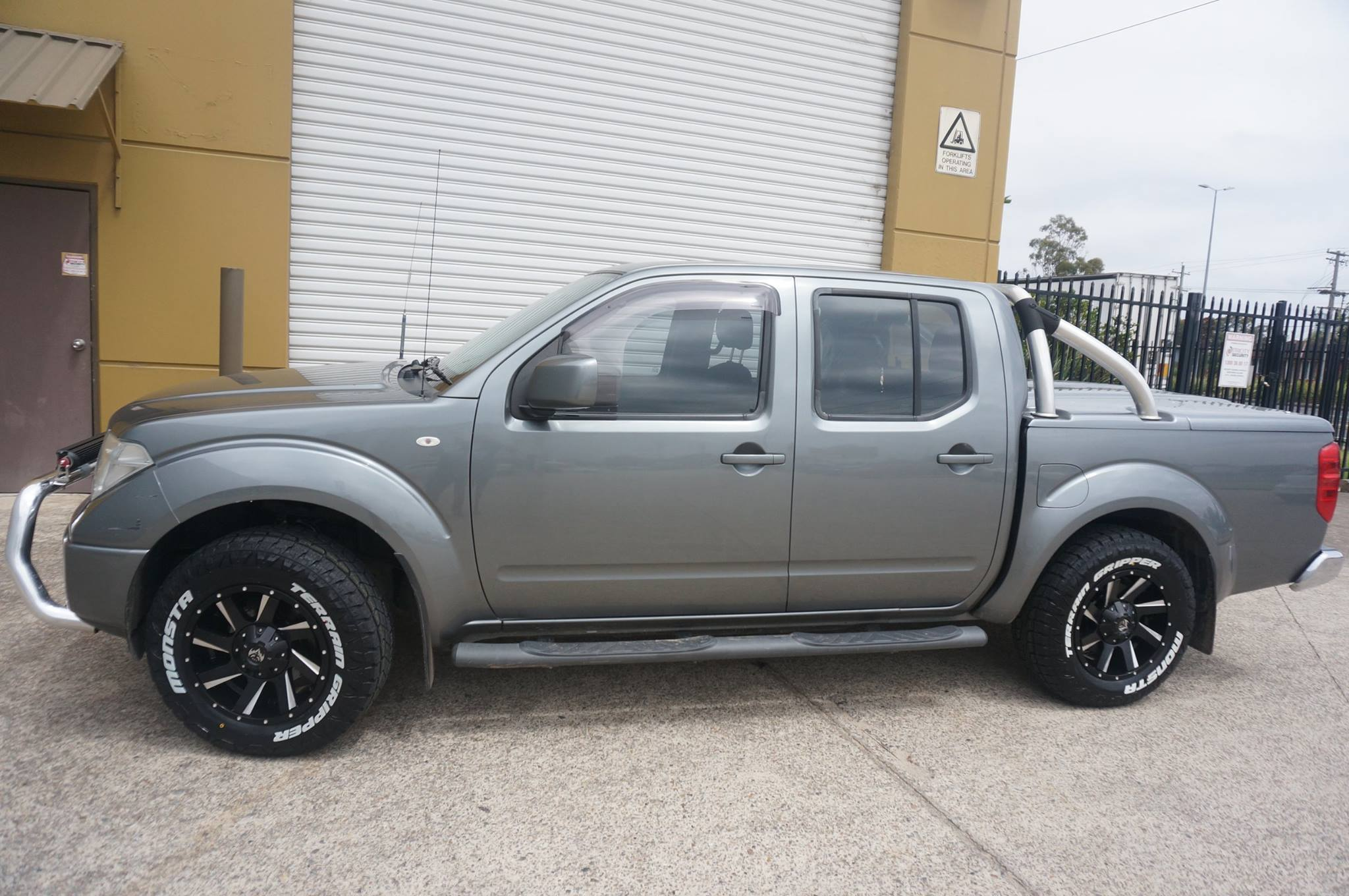 nissan navara wheels buy nissan navara rims tyres online. Black Bedroom Furniture Sets. Home Design Ideas