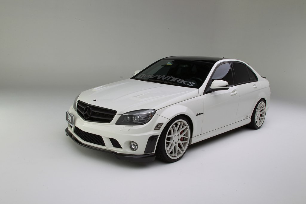 Mercedes C63 AMG with Vertini Magic in custom painted White