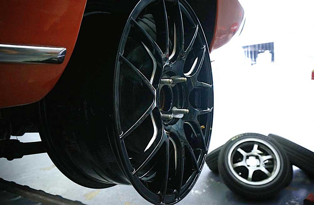 Mazda-1300-pursuit-for-traction-on-Hussla-HXR030-&-Nitto-NT05