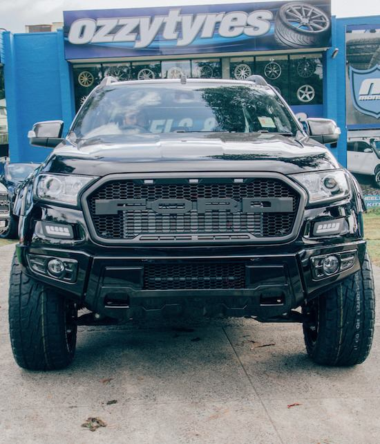 ford-ranger-front-on-with-4x4-wheels-and-tyres