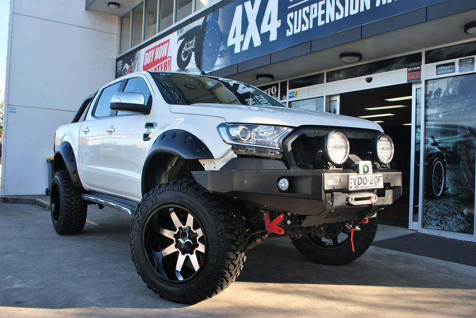 ford-ranger-fitted-with-4x4-accessories