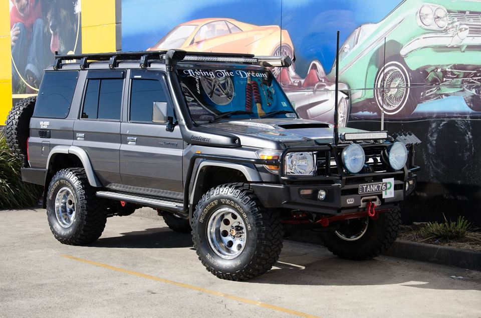 landcruiser-fitted-with-4x4-accessories